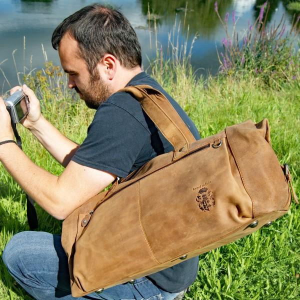 Lange-Henkel-Reisetasche-Schulter